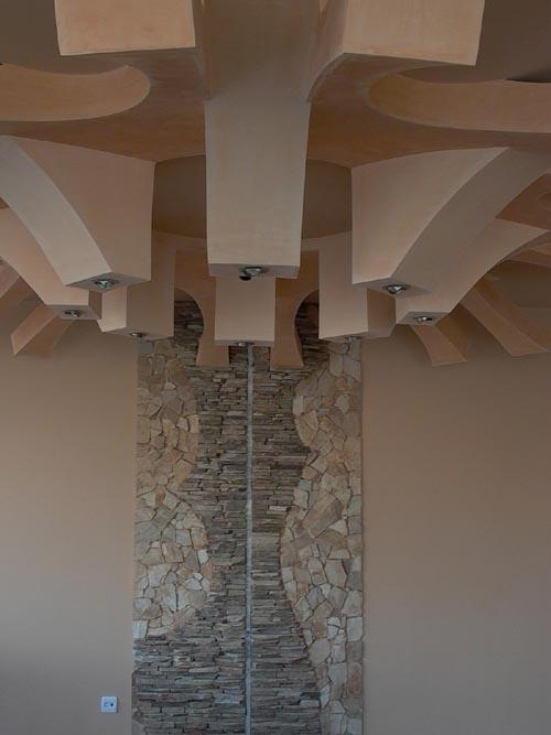 Окачен таван и декоративна стена